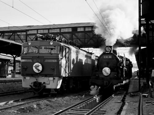 同上、ED727【門】、蒸機C6132【鹿】、博多駅、'63.4.2 07814