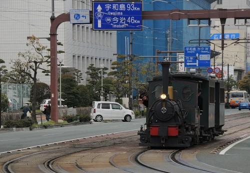 県庁前にて 客車2両タイプ