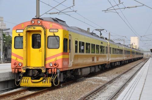 EMU300型 斗南駅