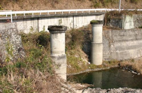 香東川の橋脚と橋台跡
