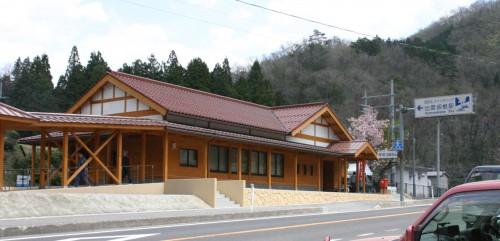 出雲坂根駅。平成22年5月3日撮影。マイカー族の休憩所となっている。