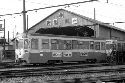 7071号 米島口車庫にて
