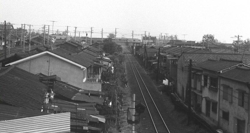 国鉄奈良線をまたいで行く820+720  昭和43年9月12日