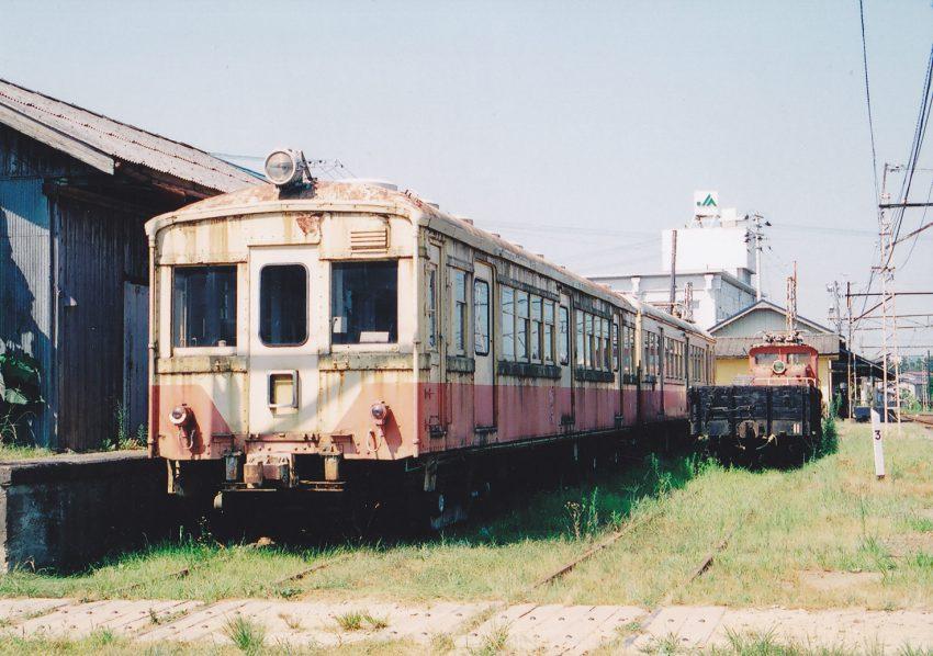 通学生のため元国電の中古車を西武鉄道から購入したが、人口減で不要となる