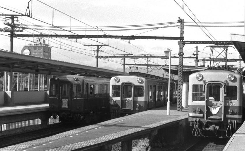 4番線の奈良行きが発車したところ。3番線は2273淀屋橋行き急行、2番線は1922特急