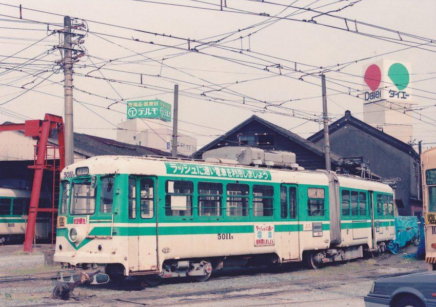 ラッシュ対策で西鉄福岡市内線の中古連節車を急遽1976年に購入した