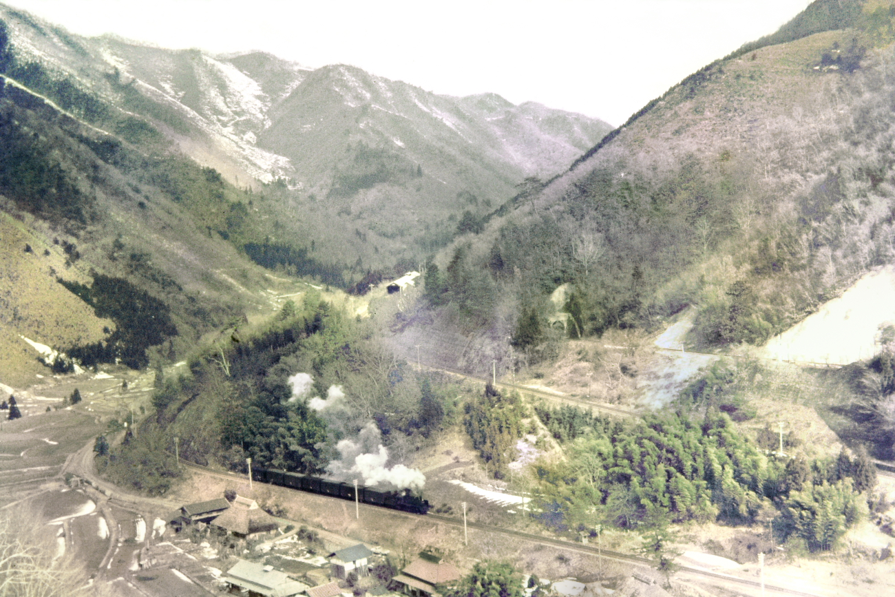 何とか3月下旬ごろになったクモハ73106東ウラさんが撮影した出雲坂根三段スイッチバック (一段目)