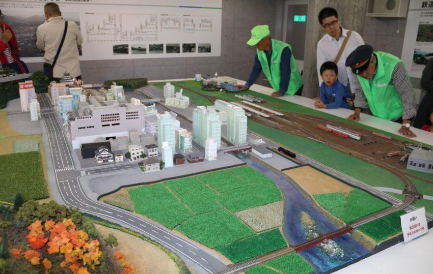 津山駅と津山の街並みのNゲージ ジオラマ